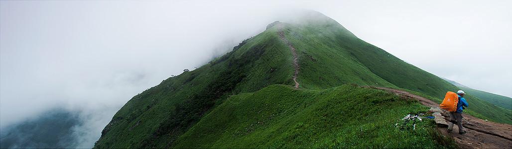 清新自然的山顶云雾图片