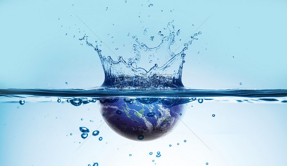 蓝色地球落入水中溅出水花图片