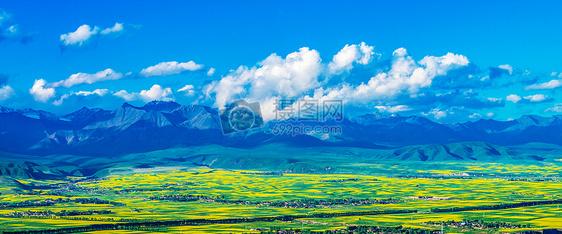 蓝天白云高山草地壁纸图片