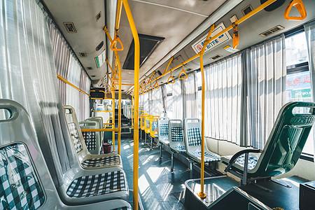 公交车内景图片