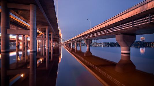 长安塔和广运桥图片