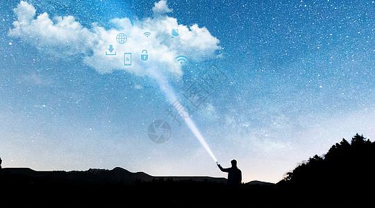 智能云科技时代手电筒照出云朵的男人图片
