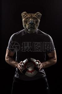 老虎头人身足球运动员爆发力图片