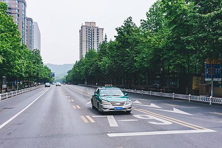 出租车路口停车图片