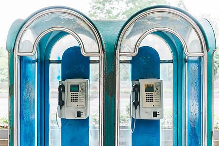 路边电话亭图片