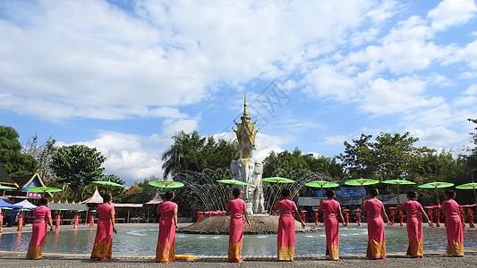 西双版纳泼水活动傣族姑娘图片