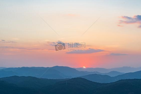 昆明长虫山日落图片