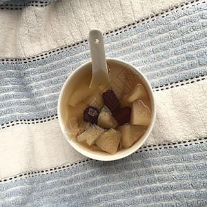 冰糖雪梨润肺养生甜汤图片