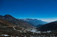 雅家垭口远眺的风景图片