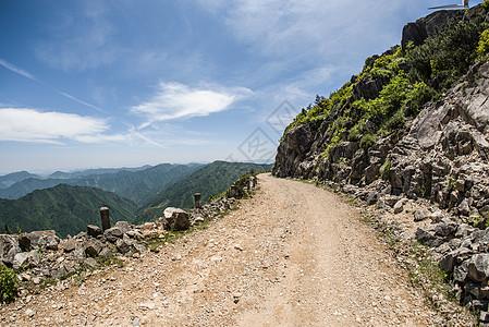 山顶险峻的小路图片