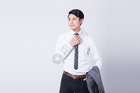 商务白领整理服装着装西装衣领图片