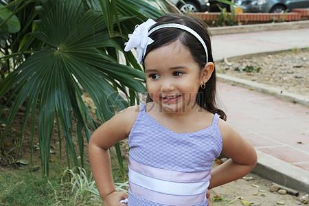 可爱童真的小女孩图片