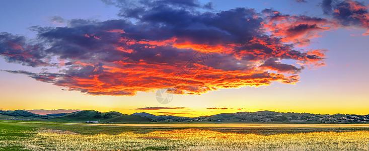 巨大的火烧云图片