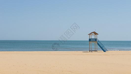 沙滩瞭望塔图片