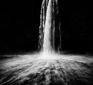 黑白的大瀑布图片
