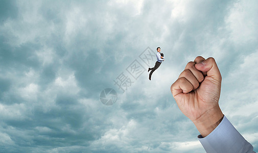 起飞的人图片