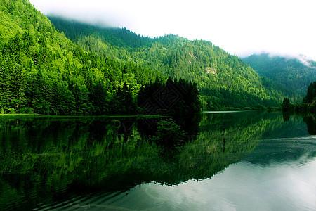 九寨沟美丽的山水倒影图片