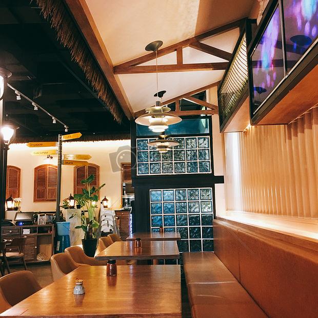 玻璃灯窗户餐厅餐桌惬意室内装修北欧风格卡座墙室内北欧桌椅茶餐厅