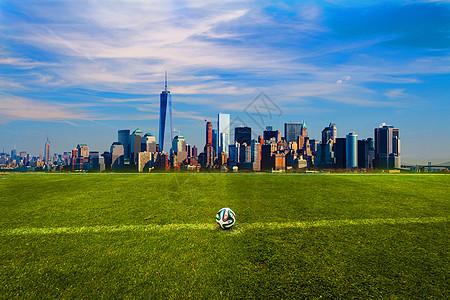 草地上的城市图片