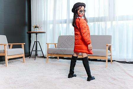 室内儿童童装拍摄图片
