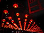 城市春节红灯笼夜景图片