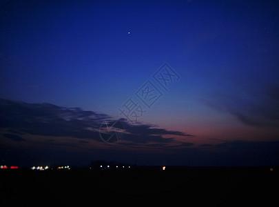 乡村夜色奇幻彩云图片