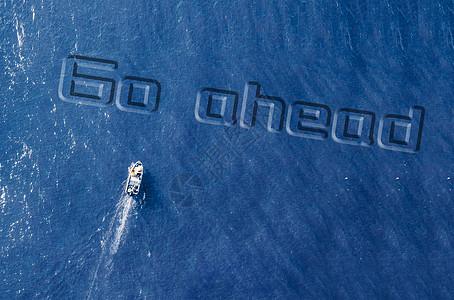 海上航行图片