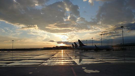 清晨的机场图片