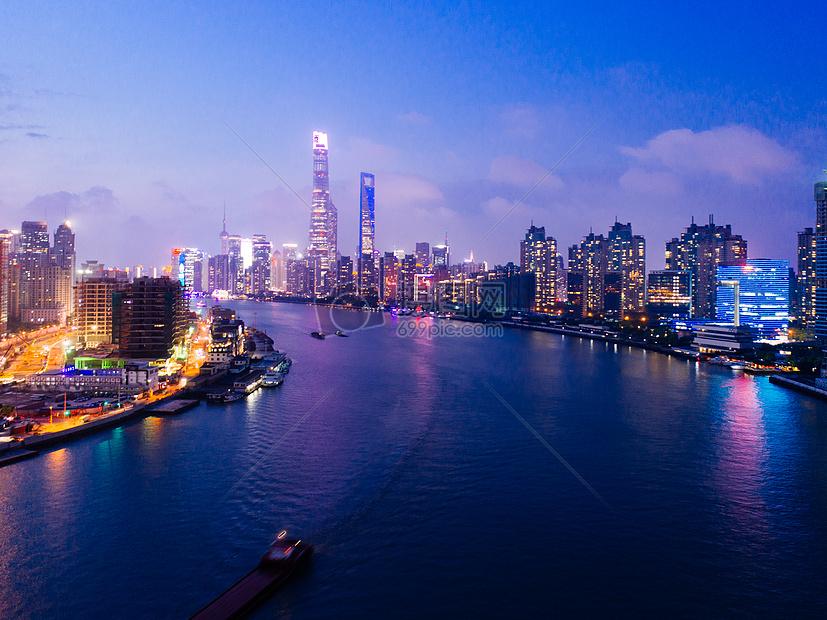 上海的城市夜景高楼大厦