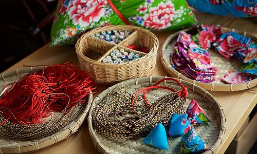 端午佳节手缝香包图片
