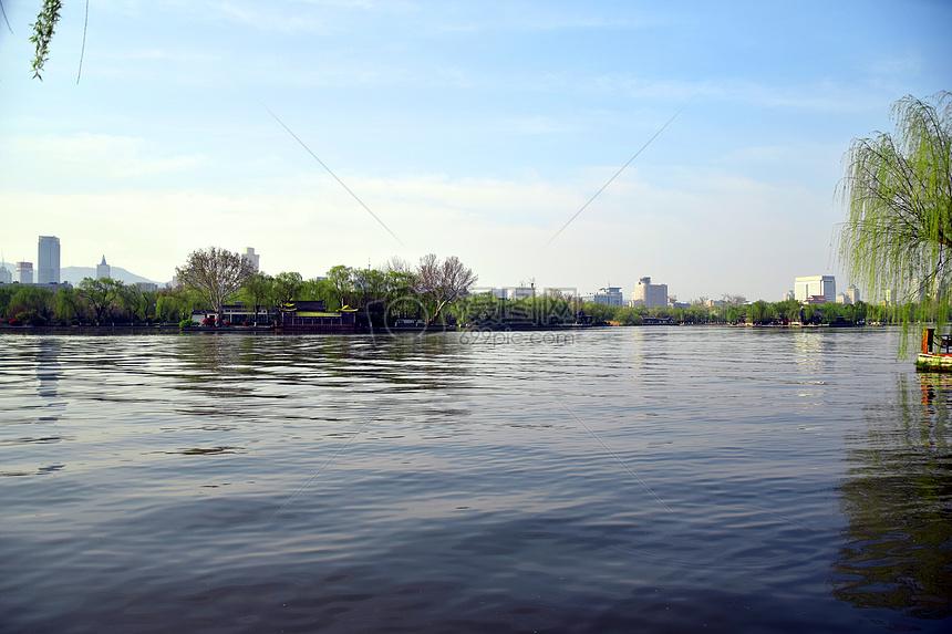 唯美图片 自然风景 济南大明湖清澈湖水jpg