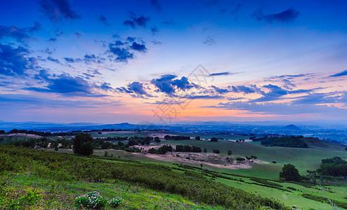 草原美丽的日出图片