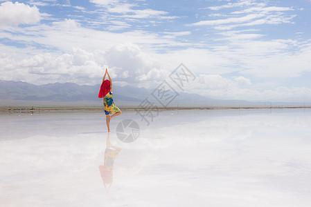 最美的盐湖倒影图片