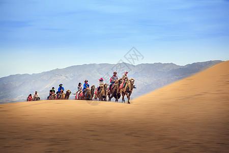 走进沙漠图片