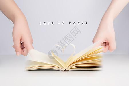 Love in books图片