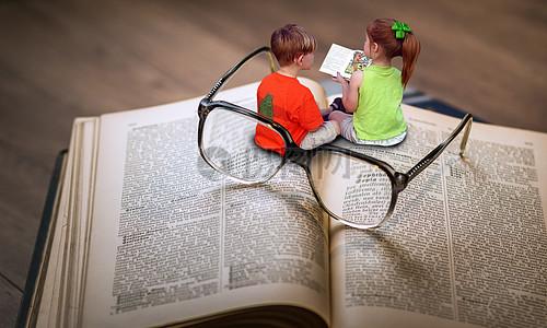 看书的小朋友图片