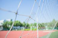 校园操场足球场足球网图片