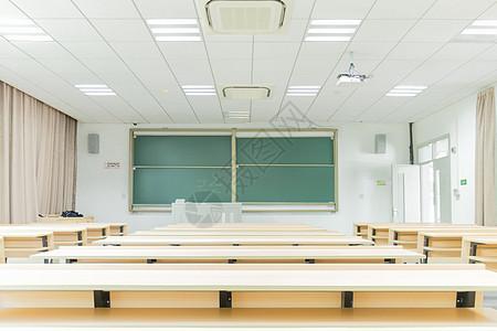 明亮的校园教室图片