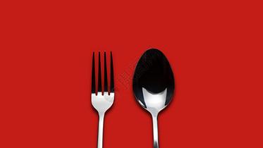 红色背景的叉与勺图片