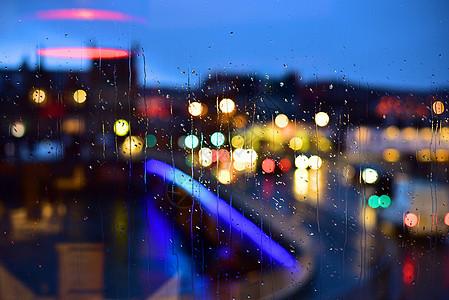 雨中的窗户图片