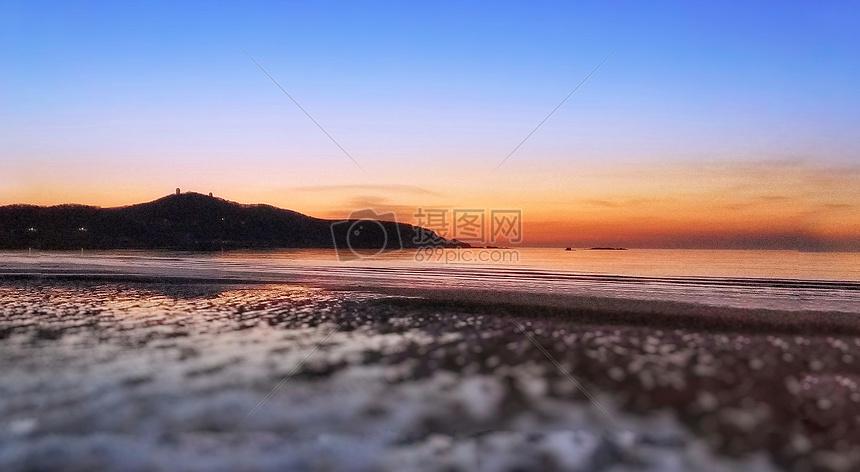标签: 落日霞光风景海滩沙滩大海晚霞夕阳夕阳沙滩晚霞风光图片夕阳