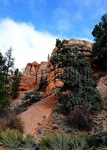 山顶的红砂岩图片