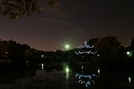 湖中亭图片