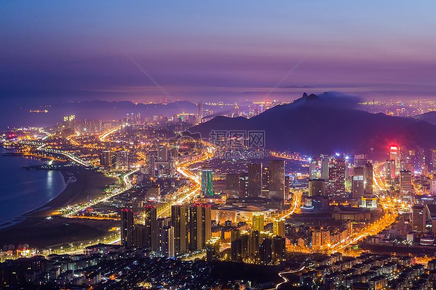 繁华的海边城市夜景