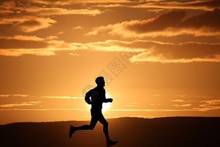 夕阳下奔跑的人图片