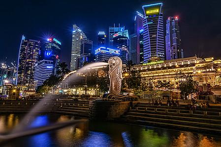新加坡鱼尾狮夜景图片