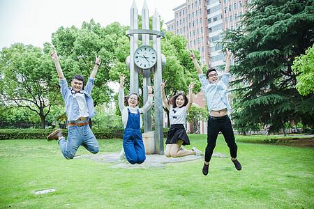 青春活力大学们在跳跃图片