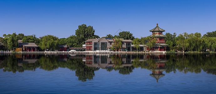 湖面上阁楼图片