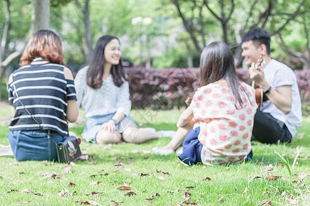 朋友户外聚餐游玩图片