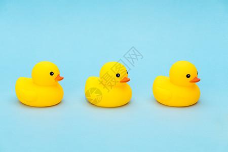 儿童节可爱的小黄鸭图片